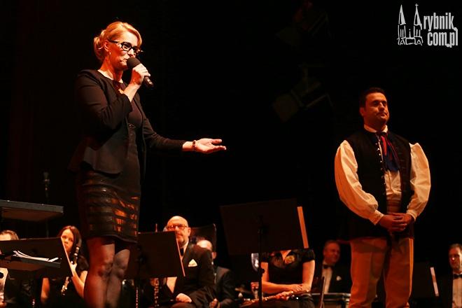 Gabriela Kamińska podczas koncertu charytatywnego z udziałem Zespołu Śląsk