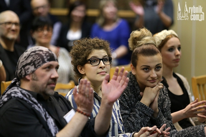 Agata Rożankowska (w środku) właśnie dowiedziała się, że wygrała OFPĘ 2015