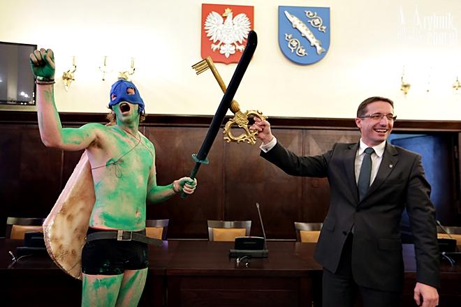Prezydent Kuczera przekazał studentom klucz do bram miasta