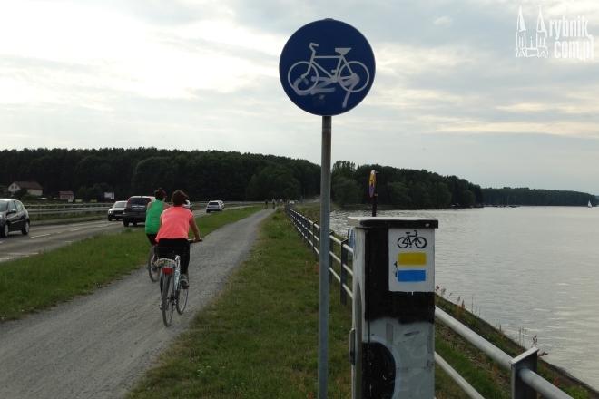 Trasa przy zalewie jest oblegana przez rowerzystów