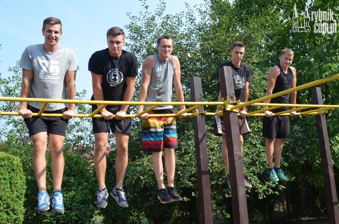 Na zdjęciu - przedstawiciele grupy Street Workout Golejów