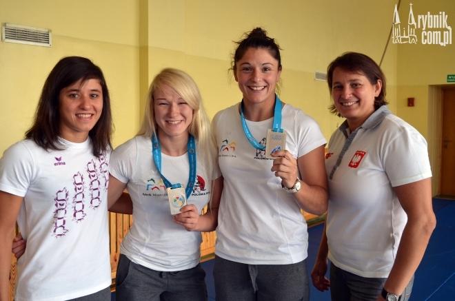 Katarzyna Kłys (druga od prawej) wywalczyła w Chinach trzecie miejsce