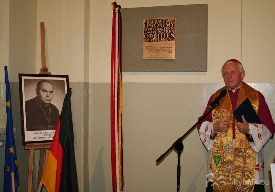 Pamiątkową tablicę odsłonił ks. prałat Władysław Basista