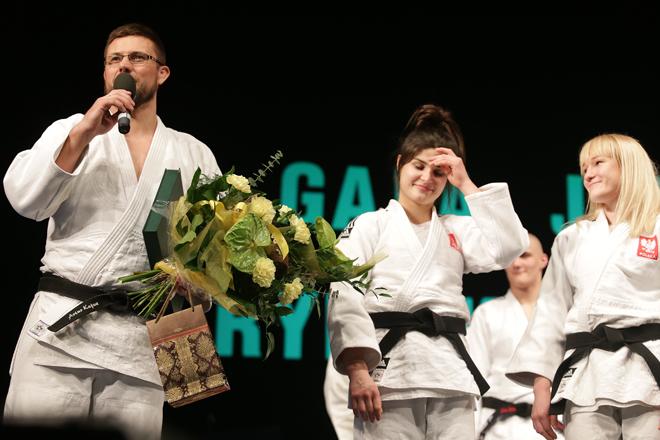 Trener Artur Kejza ze swoimi podopiecznymi – Julią Kowalczyk i Anną Borowską