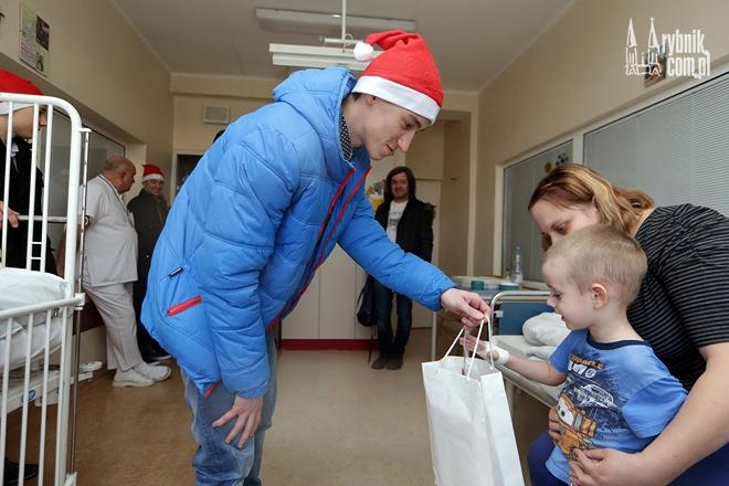 Żużlowcy zrobili prezent dzieciom przebywającym w szpitalu