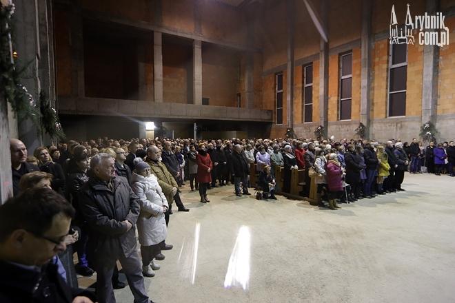 W czwartek 24 grudnia w budowanym jeszcze kościele pw. Matki Boskiej Częstochowskiej odbyła się pierwsza pasterka.