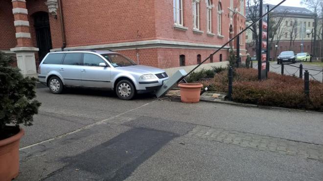 Grunt, że passat zaparkowany...