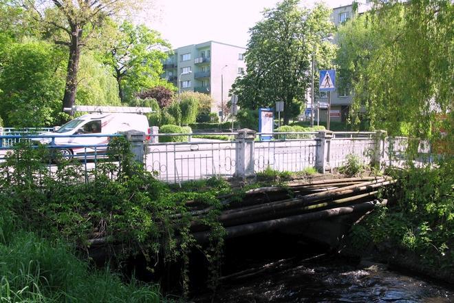 Obecny most jest w bardzo złym stanie technicznym dlatego zostanie rozebrany, a w jego miejsce powstanie nowy obiekt