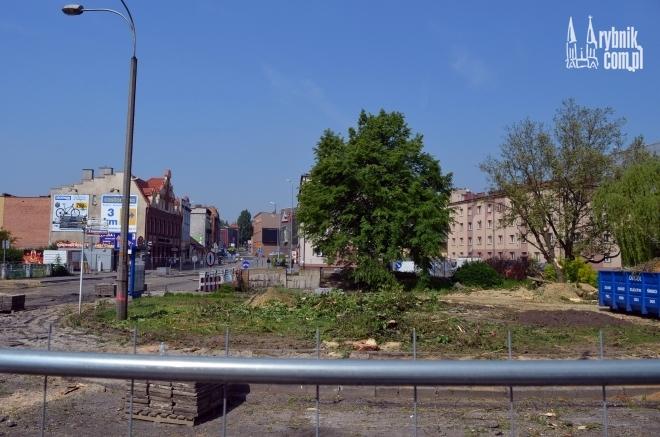 W pobliżu remontowanego mostu wycięto drzewa. Ma pojawić się tam kanalizacja