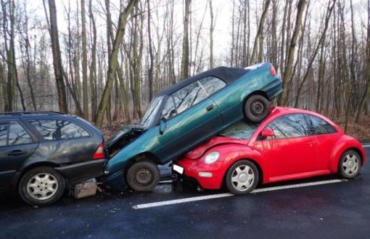 Wypadek na Miko�owskiej. Zderzy�y si� 4 samochody