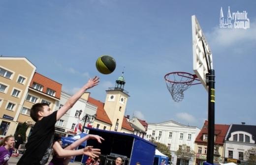 �wi�to koszyk�wki w Rybniku. Dru�yny zagra�y w turnieju Rynek Basket