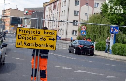 Most na Raciborskiej zamkni�ty. Do rynku dojdziemy jedynie pieszo