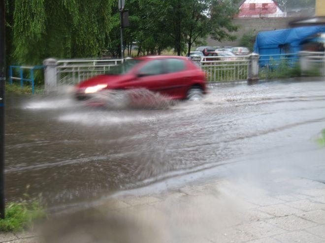 Gwałtowne ulewy przeszły nad Rybnikiem. Pozalewane są ulice w centrum miasta