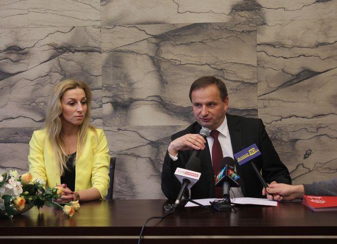 Dziś prezydent Waldemar Socha zwołał konferencję prasową i poinformował o decyzji wprowadzenia bezpłatnej komunikacji miejskiej w Żorach.