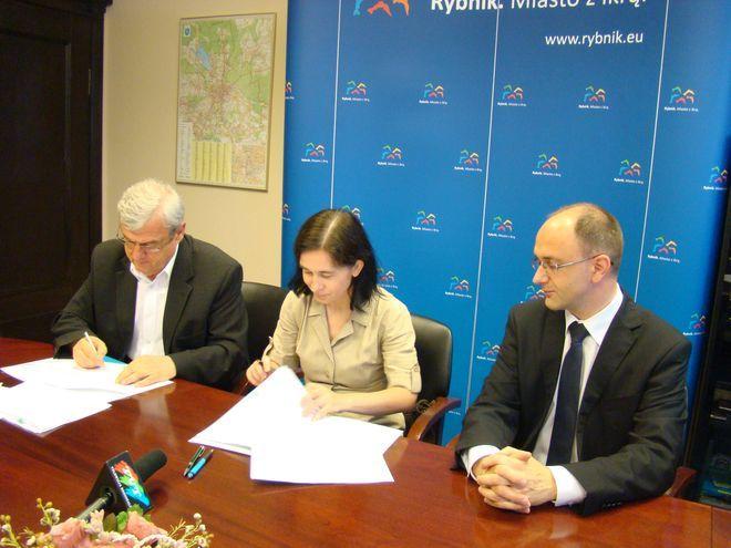 W piątek w rybnickim magistracie podpisano umowę na dofinansowanie przebudowy dróg w mieście.