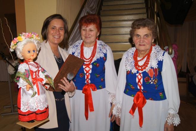 Kamila Paradowska (pierwsza od lewej) w trakcie wykonywania obowiązków służbowych