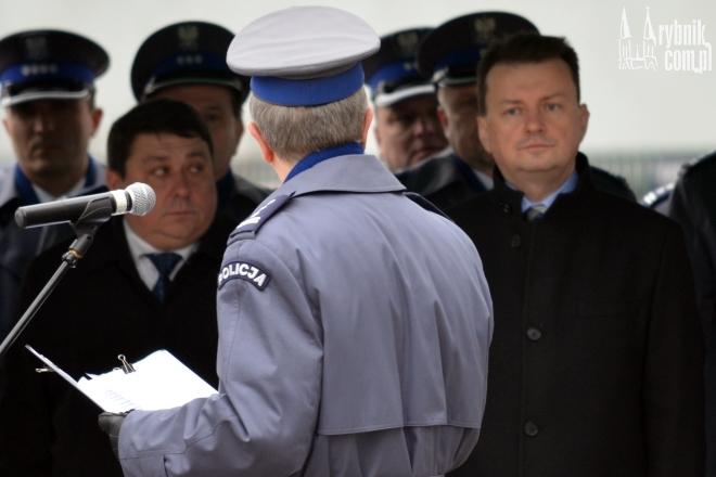 Od lewej: poseł Grzegorz Janik, Komendant Miejski Policji w Rybniku insp. Teofil Marcinkowski (odwrócony tyłem) i minister Mariusz Błaszczak
