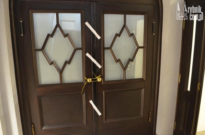 Te drzwi zostały zaplombowane. Co się za nimi znajduje?