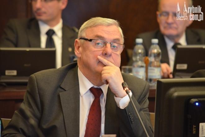 Przewodniczący chciał usunąć punkt o komisji rewizyjnej, radni zdecydowali jednak inaczej