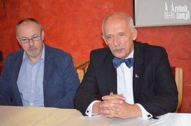 Janusz Korwin-Mikke jest przeciwko pakietowi klimatycznemu. Jest skłonny wyjść nawet z UE