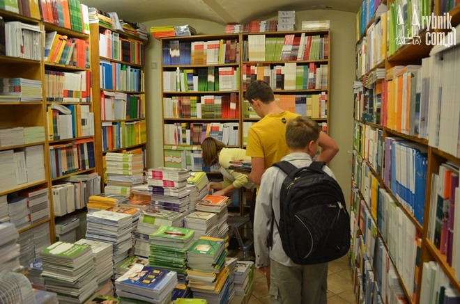 Jedni mają podręcznik za darmo, drudzy muszą zapłacić więcej niż w roku ubiegłym