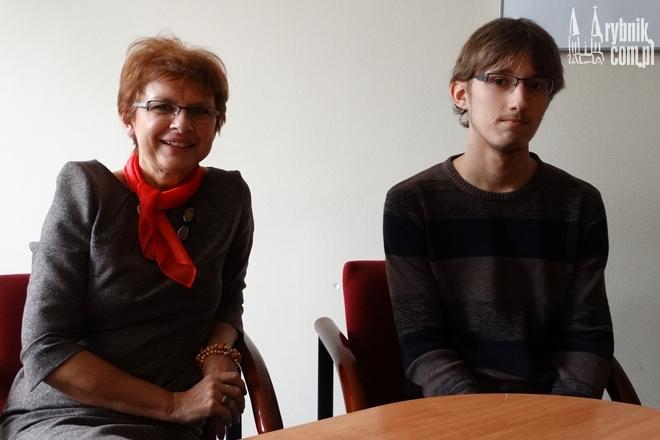 Dyrektor II LO w Rybniku jest dumna ze swoich uczniów, którzy wykazali się uczciwością
