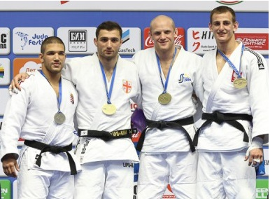 Pierwszy z prawej: Piotr Kuczera