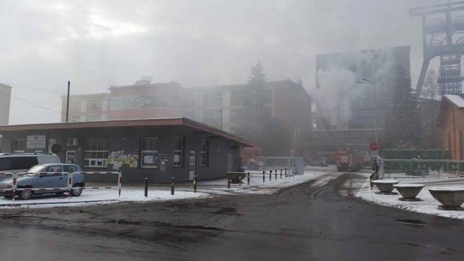 Pożar na terenie KWK Jankowice - paliły się szafki z ubraniami