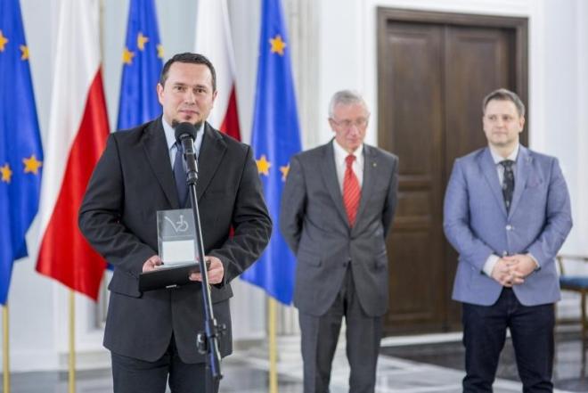 Nagrodę dla serwisu odebrał Mirosław Górka z Ośrodka Pomocy Społecznej