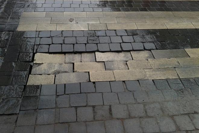 Tak obecnie wygląda przejście dla pieszych na deptaku. Wkrótce ma się to zmienić