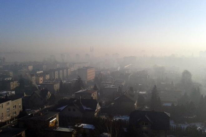Taki widok panoramy Rybnika  podczas zimy to norma. Nad miastem utrzymuje się czapa smogu