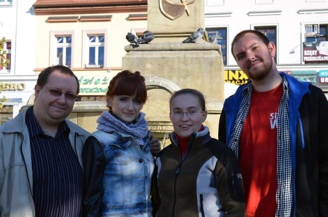 Na zdjęciu od lewej: Adam Karwot (lider rejonu północ), Patrycja Gołka (wolontariusz), Beata Karwot (lider rejonu południe) i Daniel Nowak (wolontariusz)