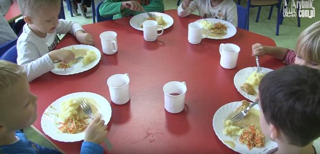Bez soli i cukru - nowe rozporządzenie jasno określa, jak mają być przyrządzane obiady dla dzieci i młodzieży