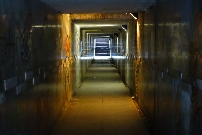 Tunel pod torami nie prezentuje się najlepiej. PKP PLK chce to zmienić