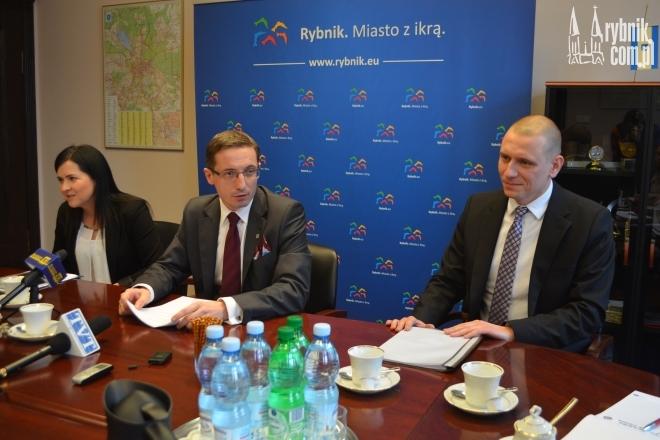 Prezydent Kuczera przedstawił dzisiaj swoją asystentkę Agnieszkę Skupień oraz zastępcę - Wojciecha Świerkosza