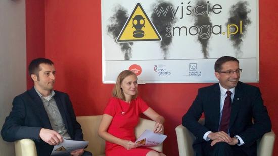 Na zdjęciu od lewej: Janusz Piechoczek koordynator badań: Postrzeganie problemu jakości powietrza w Rybniku, Anna Pomykoł Prezes CRIS i Piotr Kuczera Prezydent Miasta Rybnika.