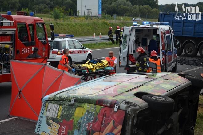 Wypadek na A1. W działaniach brali udział żorscy strażacy, Bartłomiej Furmanowicz