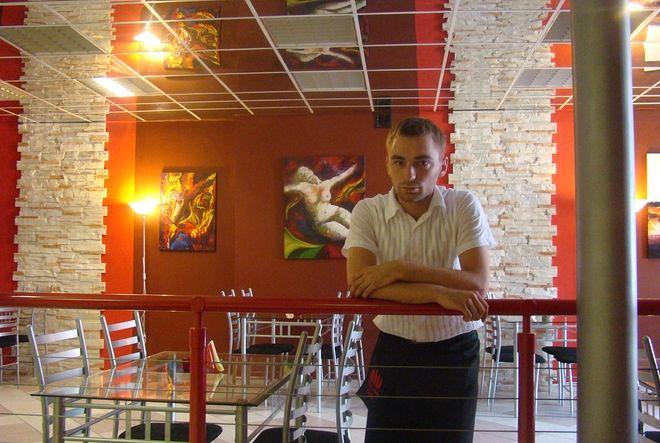 Łukasz Bombik - właściciel kawiarni ''Zwierciadło''