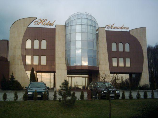 W Rybniku brakuje miejsc hotelowych. Dlatego goście Kongresu Miast Partnerskich rozrzuceni będą po całym regionie. Na zdjęciu Hotel Amadeus w Wodzisławiu.