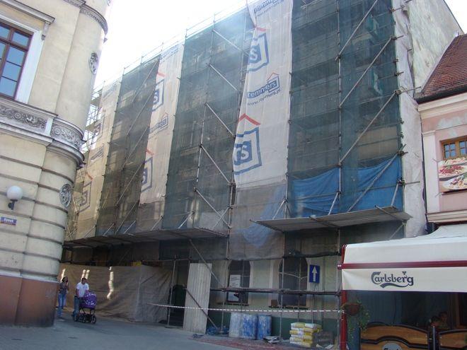 W Hotelu Rynkowym trwa remont elewacji. Czy kiedyś powstanie tutaj kasyno?