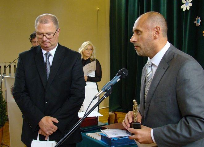 Prezes DB Schenker Rail Tabor ze statuetką