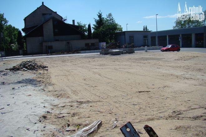 Plac na rogu ulic Kotucza i Gliwickiej straszy swoim wyglądem