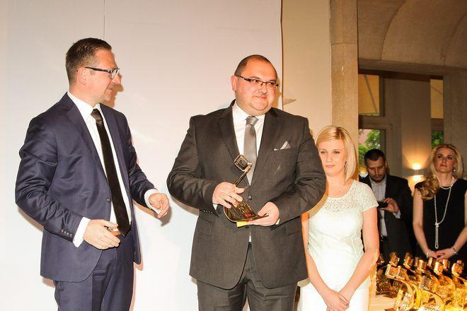 Grzegorz Barszcz, dyrektor sprzedaży i marketingu w firmie Politan odbiera zwycięską statuetkę