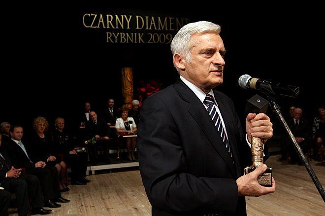 W gronie laureatów Czarnych Diamentów z poprzednich lat jest m.in. prof. Jerzy Buzek.