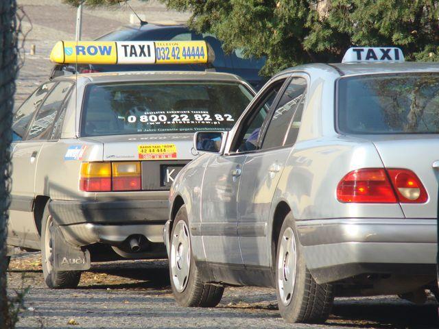 Taksówkarze zamiast narzekać na swój los, powinni wziąć sprawy w swoje ręce - mówi Jacek Piecha z PO
