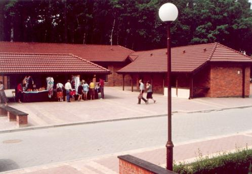 W 1994 roku modernizację przesło targowisko w Leszczynach