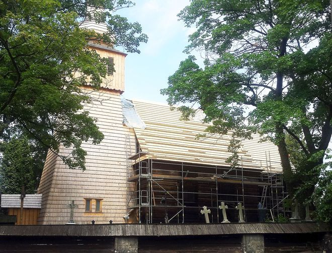 Na terenie zabytkowego kościoła w Bełku trwają prace remontowe