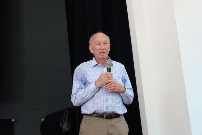 Profesor Miłosz Wnuk