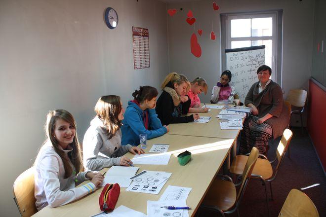Beneficjentki grupy A podczas pierwszych zajęć w ramach kursu języka angielskiego
