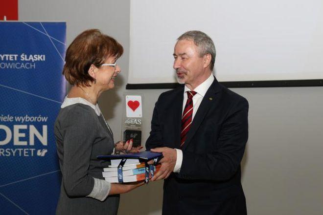 """""""Śląskiego Asa"""" dla II LO odebrała dyrektor Maria Malinowska"""
